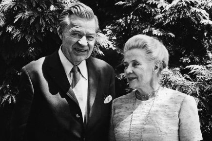 Alva Reimer Myrdal and Gunnar Myrdal.jpg