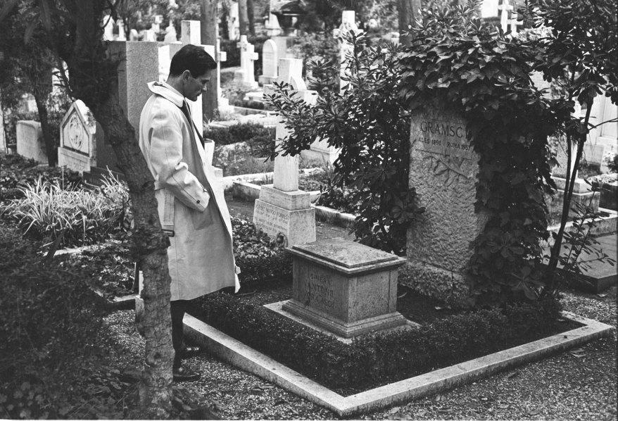Pasolini visiting Antonio Gramsci's tomb.jpg